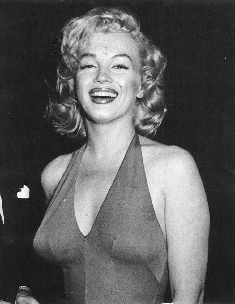 1957 / Marilyn lors de son séjour en Jamaïque avec MILLER...