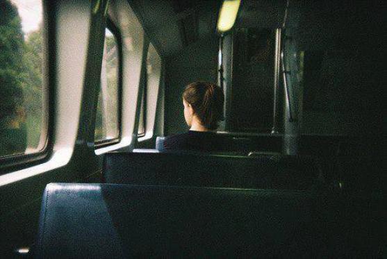 Oublie pas, si chacun de nous est seul, nous sommes unis dans notre solitude.