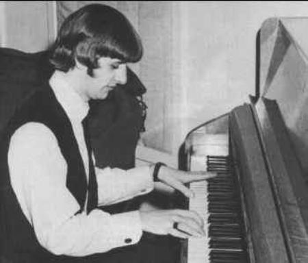 Ringo sur un piano