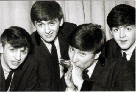 Les Beatles avec John & son harmonica