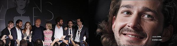 """; 19 Mai 2012 : Shia Labeouf accompagner de Jessica Chastain et Tom Hardy était présent pour le photocall et une conférence de presse à Cannes. Shia était accompagné du casting de Lawless """"Des Hommes Sans Lois"""" Pour le Festival de Cannes 2012 ou le film est en compétition pour la palme d'or. :"""