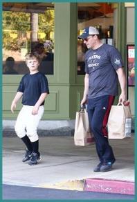 • • Le 26 Février, David et son fils Jaden ont été photographié dans les rues de Los Angeles ! TOP/FLOP  • •