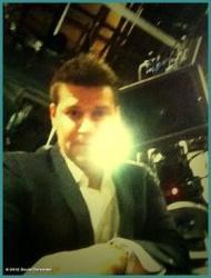 • •  Quelques photo Twitter du Cast + Une ancienne photo de David est apparu sur le net  • •