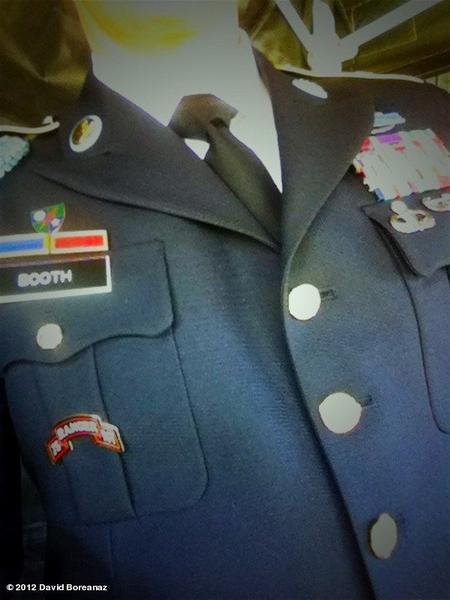 • • Nouvelle Photo twitter de David  Hum ? Booth en uniforme ???  • •
