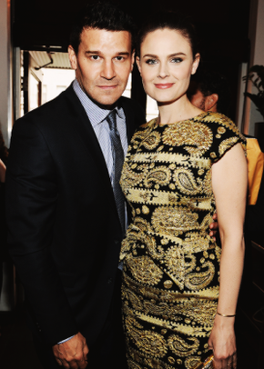 • •  Le 13 Mai, David et Emily étaient aux upfronts de la Fox. Il y avait aussi Zooey la petite soeur d'Emily ( New Girl ).  • •