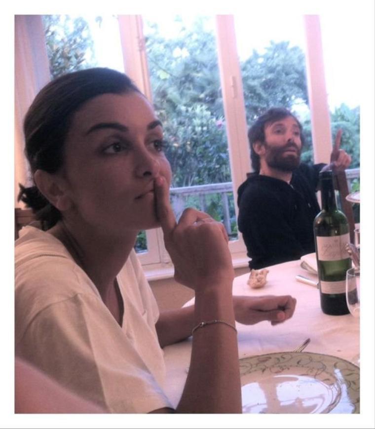 Facebook Jenifer + news - Photos & tweets -