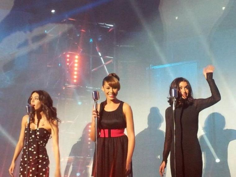 Jen à la chanson de l'année 2011 au Palais des Sports - Enrg. 12 décembre / diff. 30 Décembre