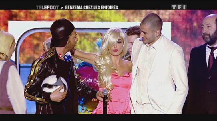 Jenifer dans Téléfoot - Karim Benzema aux enfoirés 2012 -