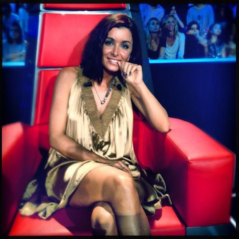 Jenifer, sur son fauteuil rouge de coach dans The voice ;-)