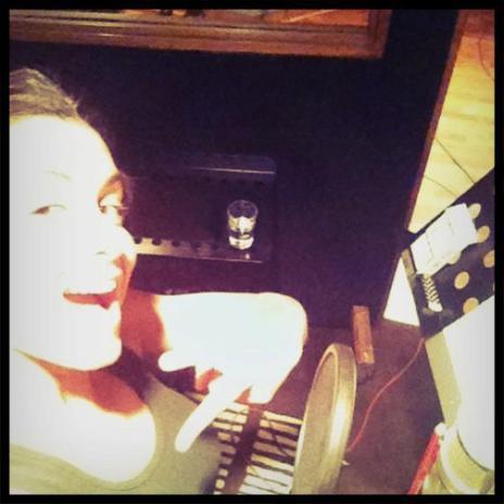 """Jen sort un nouveau single """"sur le fil"""" sur nos ondes le 1er Juin."""