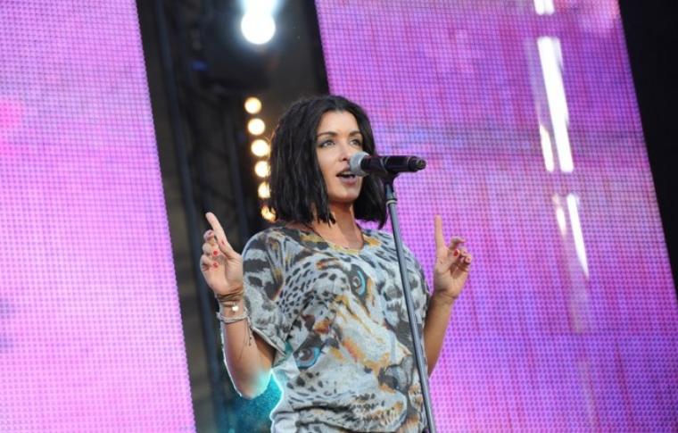 Jen au Concert gratuit de M6 MUSIC LIVE le 23 juin à partir de 18h (Issy-les-Moulineaux) - Diffusion sur W9 le 23/06 à 23h30.