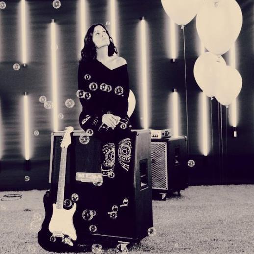 Nouvelle photo pour la promo de la tournée de Jen, publiée sur son facebook !