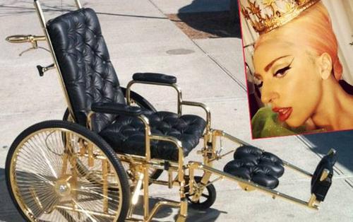 Un fauteuil en or 24 carats