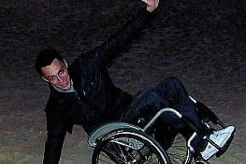 En chaise roulante dans le monde entier