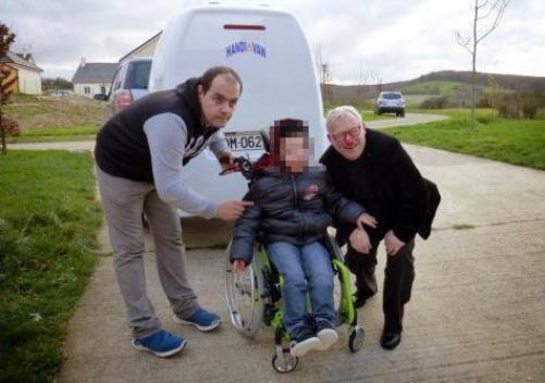 Un van offert à un jeune handicapé revendu par ses parents sur leboncoin.fr