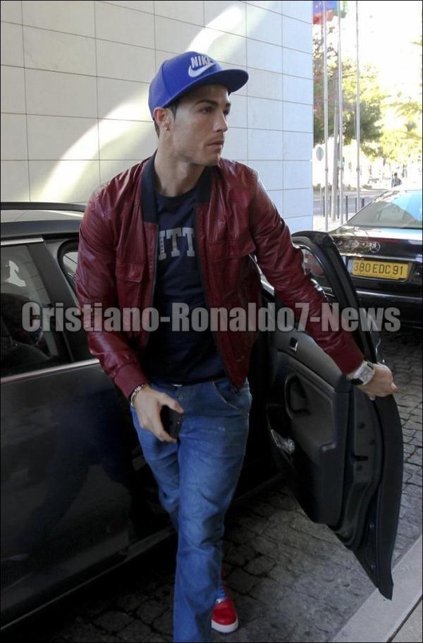 Cristiano Ronaldo à l'hôtel avec la sélection Portugaise [12/11/12]