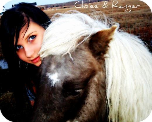 clo'ee (: derniere photo avec mon poney ♥ hihi :D