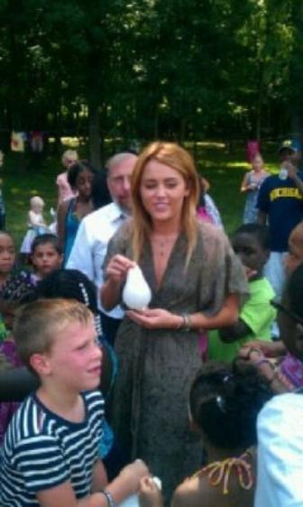 Miley lutte contre le cancer chez les enfants !!!