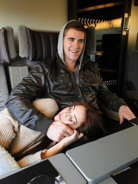 Votez pour Miley et Liam sur HollywoodLife.com