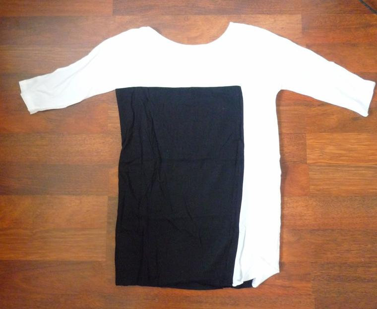Robe noire et blanche. STRADIVARIUS.
