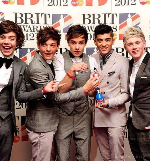 ++  21 février.   Les garçons ont remportés le prix Brits singles! + une vidéo des boys après avoir reçu le Brits  +