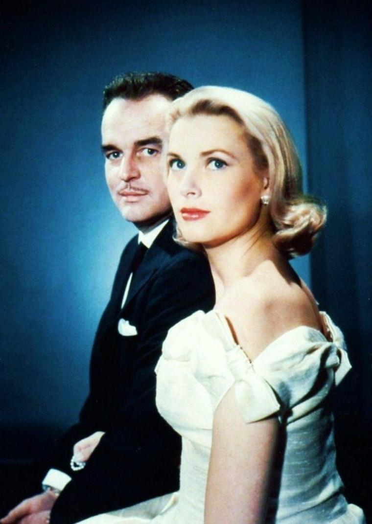 Grace KELLY, née le 12 novembre 1929 à Philadelphie, Pennsylvanie, États-Unis, et morte le 14 septembre 1982 à Monaco, est une actrice américaine, devenue Princesse de Monaco par son mariage avec Rainier III en 1956. Elle est la mère d'Albert II, actuel souverain de la principauté.