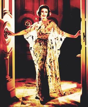 Loretta YOUNG est une actrice américaine née le 6 janvier 1913 à Salt Lake City, Utah, États-Unis, et décédée le 12 août 2000. Elle est la s½ur des actrices Polly Ann YOUNG et Sally BLANE.