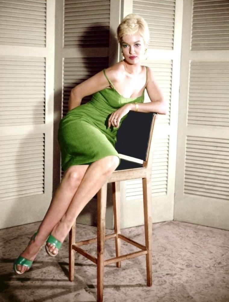 Mylène DEMONGEOT, née Marie-Hélène DEMONGEOT le 29 septembre 1935 à Nice (France), est une actrice française.