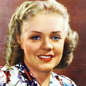 Alice Jeanne LEPPERT, dite Alice FAYE (née à New York, États-Unis, le 5 mai 1915, décédée à Rancho Mirage, Californie, États-Unis, le 9 mai 1998) est une actrice, danseuse et chanteuse américaine. Elle fut une des reines des comédies musicales de la 20th Century Fox.