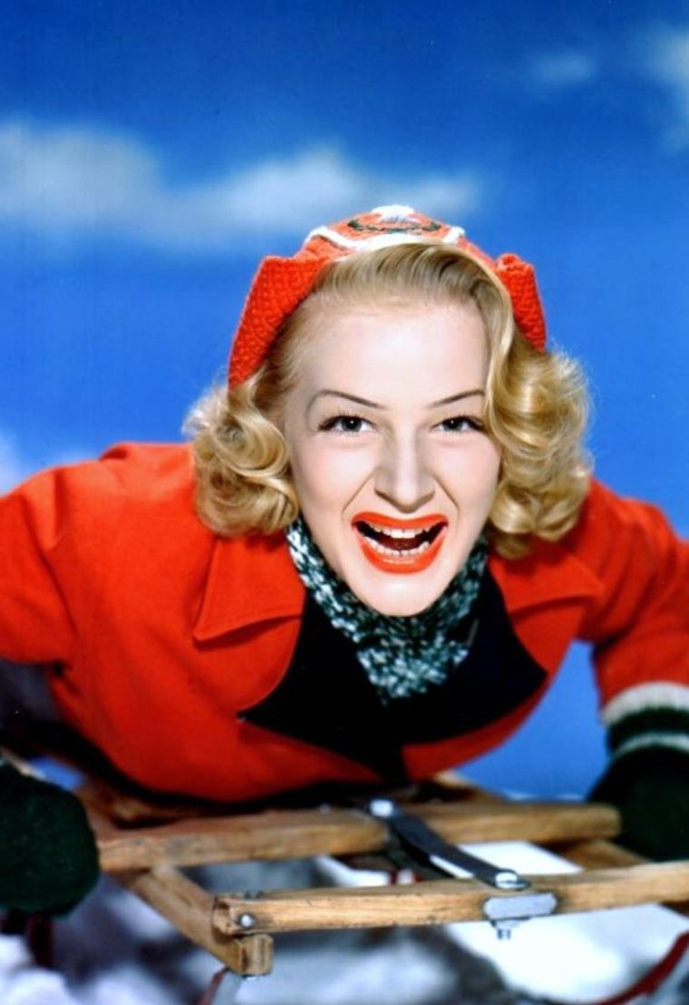 "Betty HUTTON était une actrice et chanteuse américaine, née Elizabeth June THORNBURG, le 26 février 1921 à Battle Creek, Michigan (États-Unis) et décédée le 11 mars 2007 à Palm Springs (Californie) d'un cancer du côlon. Elle est inhumée au ""Desert memorial park"" de Cathedral City (États-Unis)."