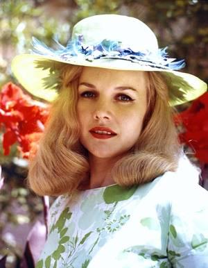 Carroll BAKER est une actrice américaine née le 28 mai 1931 à Johnstown, Pennsylvanie (États-Unis).