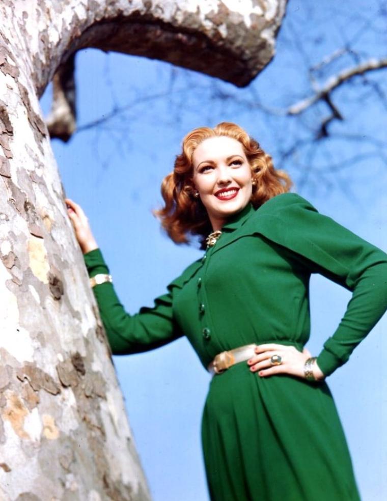 Linda DARNELL (née Monetta Eloyse DARNELL) est une actrice américaine née le 16 octobre 1923 à Dallas au Texas et décédée le 10 avril 1965 à Chicago dans un incendie.