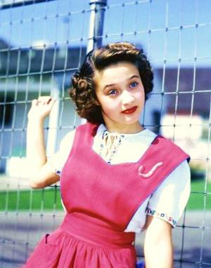 Jane POWELL est une chanteuse et actrice américaine, née à Portland (Oregon) le 1er avril 1929.