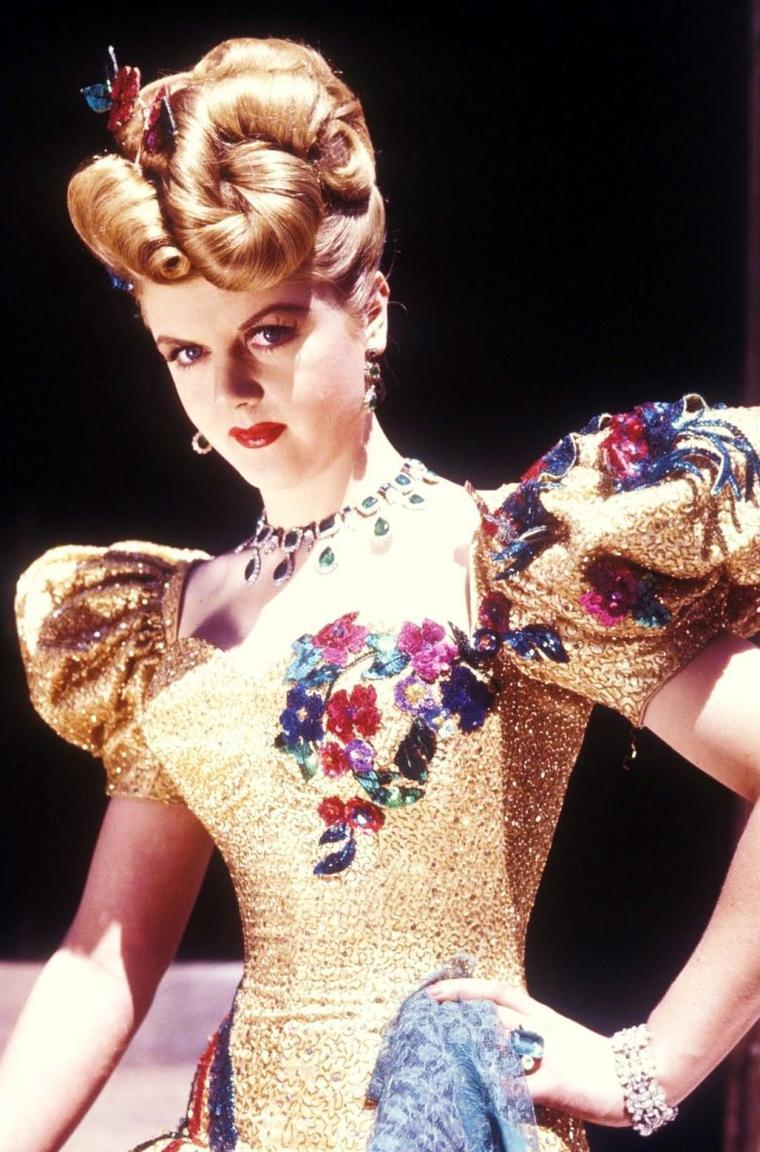 Angela Brigid LANSBURY est une actrice anglaise naturalisée américaine, née le 16 octobre 1925 à Londres (Royaume-Uni).