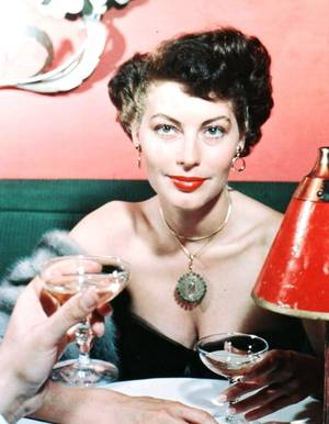Ava Lavinia GARDNER (née le 24 décembre 1922 à Grabtown en Caroline du Nord et décédée le 25 janvier 1990 à Londres) est une actrice américaine. Elle fut surnommée « le plus bel animal du monde ».
