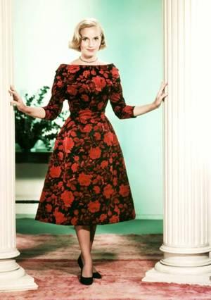 Eva Marie SAINT est une actrice américaine, née en 1924 à Newark, dans l'État du New Jersey. Comme l'actrice choisissait ses rôles avec rigueur, sa filmographie est relativement modeste quantitativement, mais elle a tourné avec les réalisateurs les plus prestigieux, dans des films de premier plan.