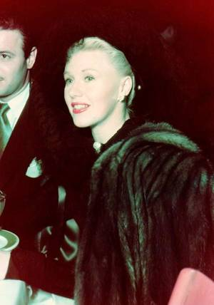 Ginger ROGERS, (16 juillet 1911 - 25 avril 1995), est une actrice et danseuse américaine.