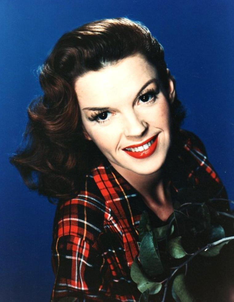 Frances Ethel GUMM, dite Judy GARLAND, née le 10 juin 1922 à Grand Rapids (Minnesota) et décédée le 22 juin 1969 à Londres (Royaume-Uni), est une actrice et chanteuse américaine.