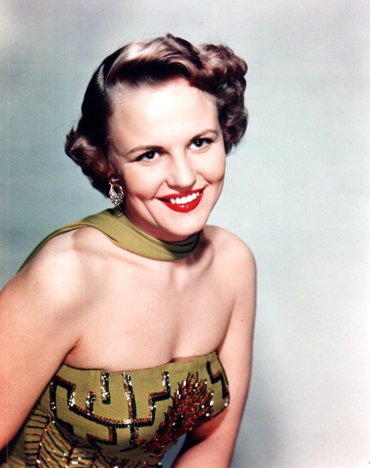 Peggy LEE (Norma Deloris EGSTROM) est une chanteuse, auteur de chansons et actrice américaine, née le 26 mai 1920 à Jamestown (Dakota du Nord) et morte le 21 janvier 2002 à Bel Air (Californie).