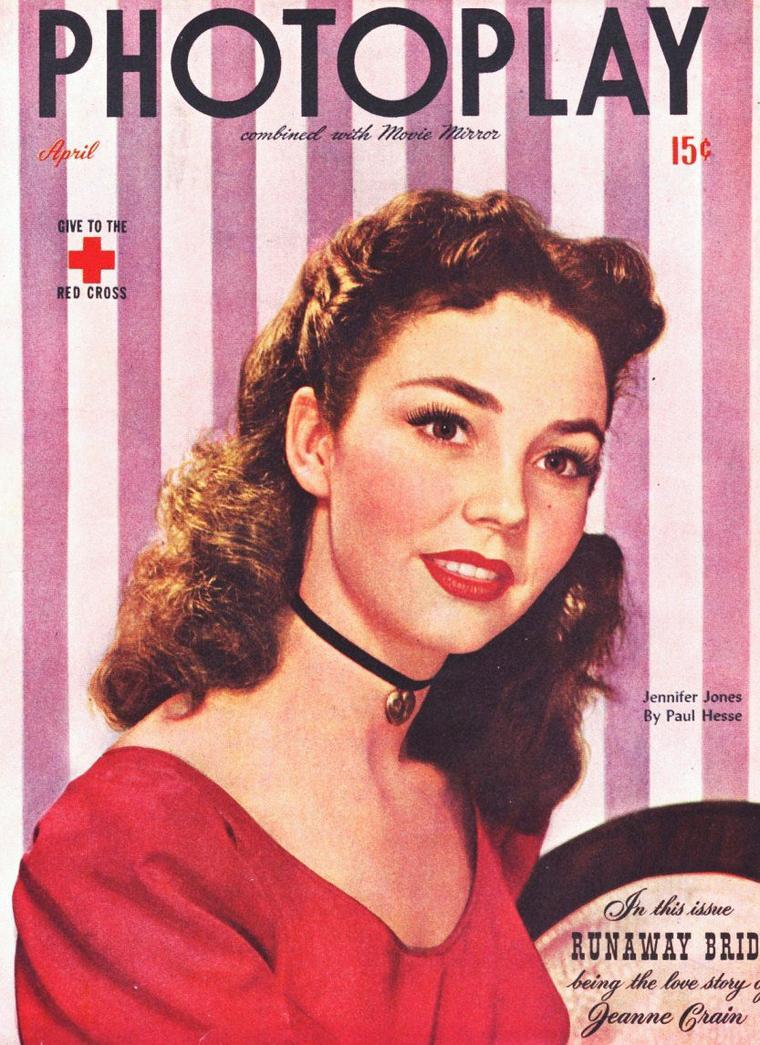 Jennifer JONES, de son vrai nom Phyllis Flora ISLEY, est une actrice américaine née le 2 mars 1919 à Tulsa dans l'Oklahoma et morte le 17 décembre 2009 à Malibu.