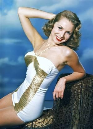 Janet LEIGH, née Jeanette Helen MORRISON, (6 juillet 1927 à Merced (Californie) – 3 octobre 2004 à Beverly Hills), est une actrice américaine. Elle fut mariée à quatre reprises, et eut ses deux filles avec Tony CURTIS, Jamie Lee et Kelly CURTIS.
