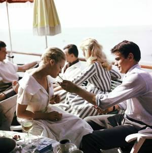 Romy SCHNEIDER, à l'état-civil Rosemarie Magdalena ALBACH, née le 23 septembre 1938 à Vienne - morte le 29 mai 1982 à Paris, était une actrice allemande naturalisée française. Elle obtint deux fois le César de la meilleure actrice. Malgré les origines de son père et sa naissance à Vienne, elle n'eut jamais la nationalité autrichienne.