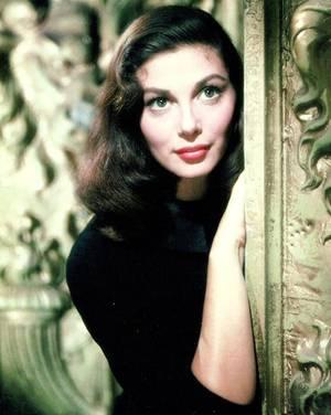 Pier ANGELI, née Anna Maria PIERANGELI le 19 juin 1932 et morte le 10 septembre 1971, était une actrice italienne. Elle a été très célèbre en Hollywood, pendant les années cinquante et soixante.