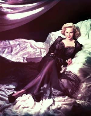 Virginia MAYO, de son vrai nom Virginia Clara JONES, née à Saint-Louis (Missouri) le 30 novembre 1920, et décédée le 17 janvier 2005 à Thousand Oaks (Californie), était une actrice américaine.