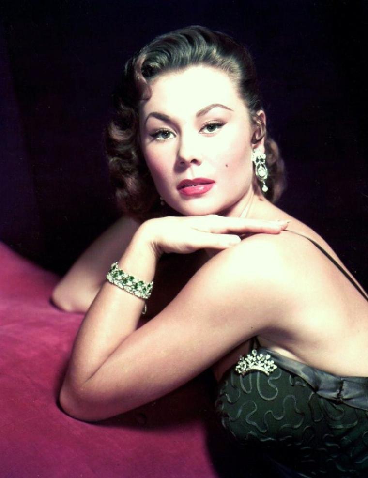 Mitzi GAYNOR (née Francesca Marlene De CZNAYI Von GERBER) est une chanteuse, danseuse et actrice américaine, née à Chicago (Illinois) le 4 septembre 1931.