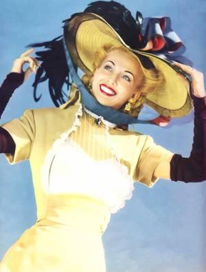 Carole LANDIS (née Frances Lillian Mary RIDSTE) est une actrice américaine née le 1er janvier 1919 à Fairchild dans le Wisconsin et morte le 5 juillet 1948 à Pacific Palisades en Californie.