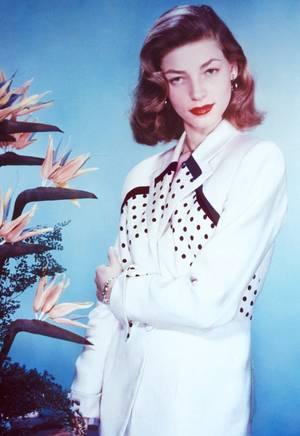 Lauren BACALL (née Betty Joan PERSKE le 16 septembre 1924 à New York, décédée le 12 Août 2014 à New-York) est une actrice de cinéma américaine.