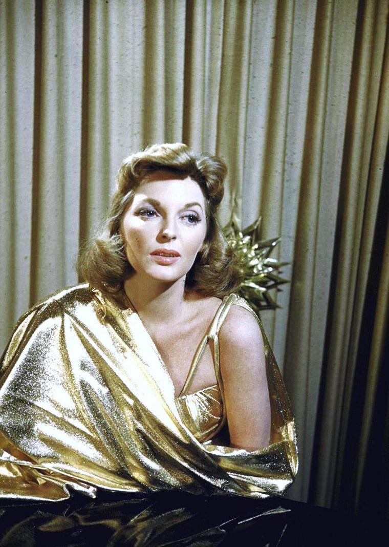 """Julie LONDON, de son vrai nom Gayle PECK, est une chanteuse et actrice américaine née le 26 septembre 1926 à Santa Rosa et morte le 18 octobre 2000 à Encino en Californie. Célèbre pour sa voix grave et sensuelle, première interprète de la chanson """"Cry Me a River"""" en 1955, elle connaît la gloire durant les années 1950. Sa carrière d'actrice s'étend sur plus de 35 ans, jusqu'à son rôle de l'infirmière Dixie McCALL, dans la série télévisée """"Emergency !"""" (1972–1979)."""