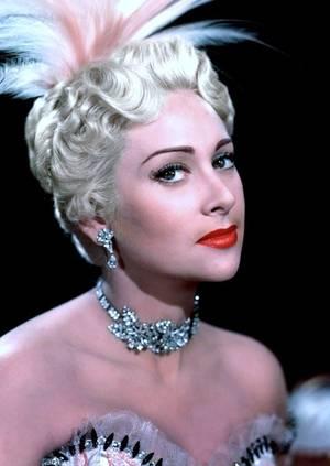 Martine CAROL, de son vrai nom Marie-Louise Jeanne Nicolle MOURER est une actrice française née le 16 mai 1920 à Saint-Mandé (Val-de-Marne) et morte le 6 février 1967 à Monte-Carlo (Monaco).