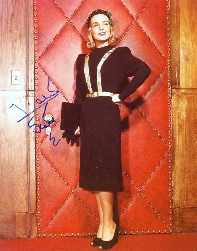 Lizabeth SCOTT est une actrice américaine née le 29 septembre 1922 à Scranton, Pennsylvanie (États-Unis), de parents slovaques.
